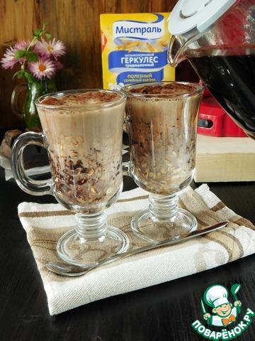 Вливаем молоко, мед (можно заменить кленовым сиропом) и теплый кофе.