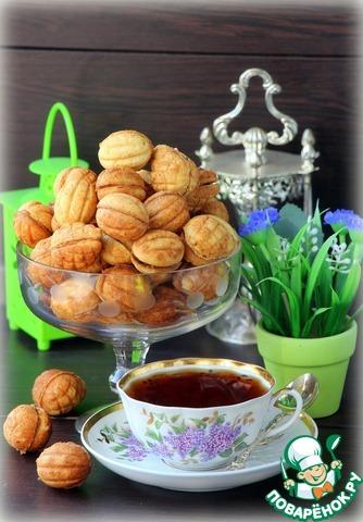 Начиняем половинки вареной сгущенкой, соединяем между собой и подаем к утреннему чаю.