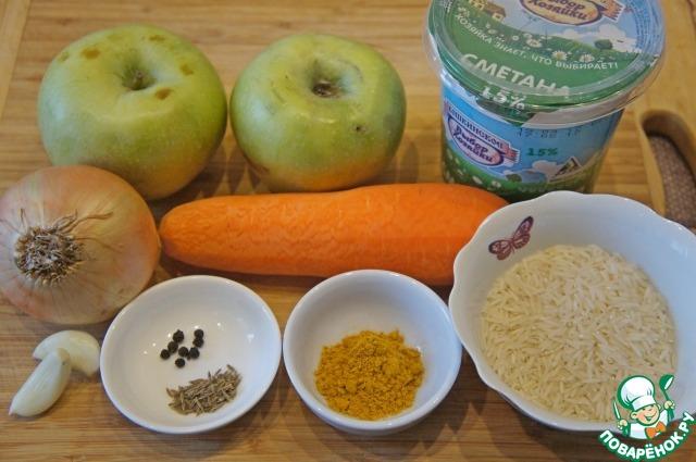 Овощи очистить. Лук нарезать тонкими полукольцами, морковь – мелкой соломкой, картофель – брусочками, чеснок измельчить.