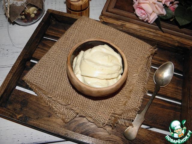 Майонез готов. Храните такой яблочный соус в стеклянной таре в холодильнике. Хорошо сочетается яблочный майонез с овощами, мясом и рыбными блюдами.
