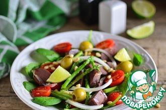 Салат с утиными желудками и спаржей