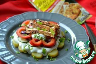 Салат с курицей, картофелем и овощами