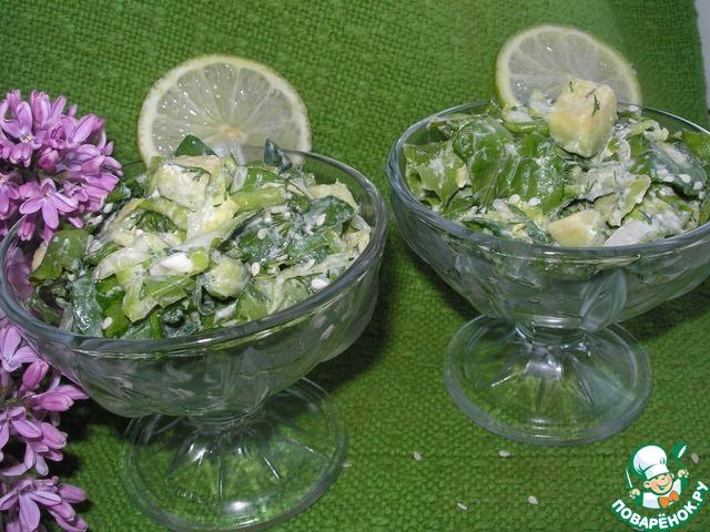 При желании можно украсить немного кунжутом. И можно подавать!   Салат готов!!!
