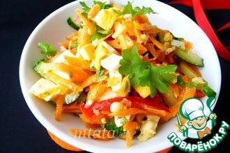 Салат из моркови, огурца и перца