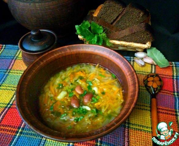 Подаем щи к столу. В тарелку можно отдельно добавить нарезанную зелень и измельченный чеснок.    Приятного аппетита!
