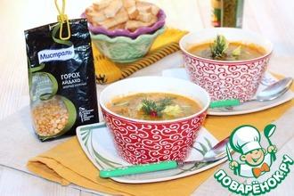 Гороховый суп с соусом песто