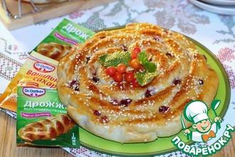 Пироги с творожным сыром и брусникой