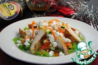 Теплый салат с курицей и творогом