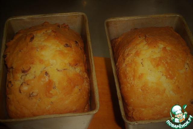 По истечении времени извлекаем формы из духовки и оставляем минут на 15-20 в покое. «Вытряхиваем» кексы из форм (ооочень аккуратно - очень уж нежны) и даем полностью остыть. Подчеркиваю - остыть полностью!