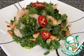 Тайский креветочный салат с базиликом