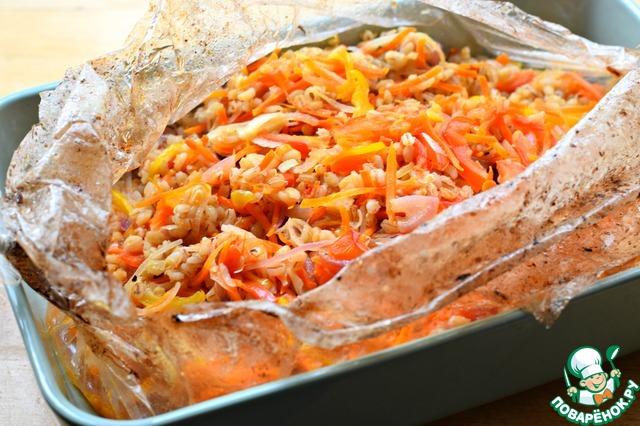 Готовить перловку с овощами в заранее разогретой до 190° духовке 40-45 минут (учитывайте мощность вашей техники!). Во время готовки несколько раз встряхивать рукав, чтобы все ингредиенты равномерно приготовились.    Все готово!