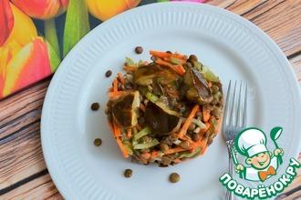 Салат с чечевицей и маринованными грибами