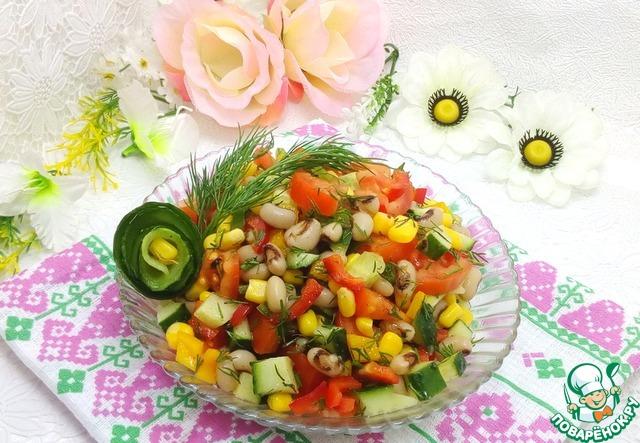 Заправить салат заправкой, аккуратно перемешать ложками с двух сторон. Выложить в салатницу и сразу подавать.       Вкусного Вам поста!