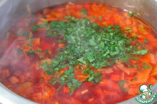 Варить до готовности капусты. Выключить, всыпать нарезанную зелень и влить 1 ст. л. растительного масла, закрыть крышкой и дать настояться 15 минут.