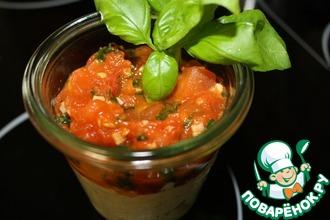 Яичный салат с соусом из помидоров