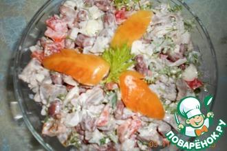 Салат с куриными желудочками и фасолью