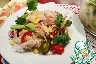 Салат с дайконом, кукурузой и халапеньо