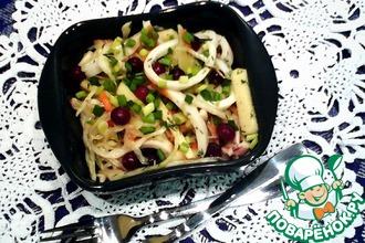 Салат из кальмаров с маринованной капустой
