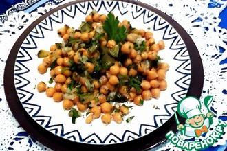 Салат из нута с солеными огурцами
