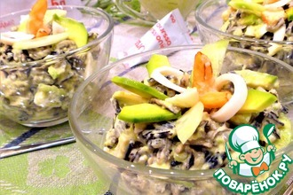 Салат из морепродуктов с диким рисом
