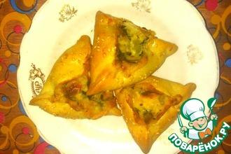 Пирожки с сырным соусом и шпинатом