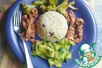 Курица на пару с огуречным салатом