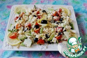 Овощной салат с авокадо и фетаксой