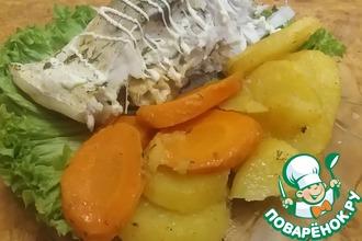 Запеченный в духовке толстолобик с овощами