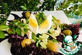 Весенний салат с курицей и черемшой
