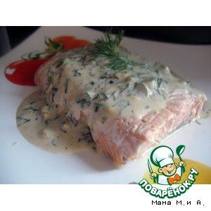 Запеченный в бумаге лосось под сливочным соусом