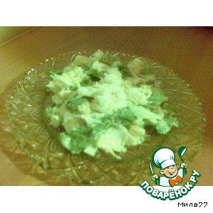 Салат с кальмарами, сыром и кукурузой