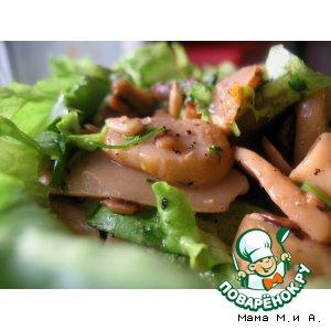 Теплый салат из шампиньонов и семечек