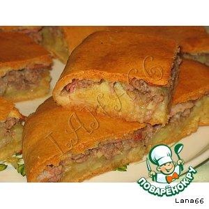 Пирог с мясом, картофелем и беконом