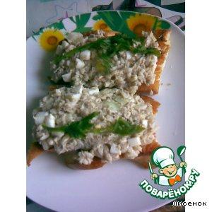 Гренки с рыбным салатом