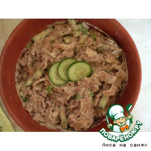 Салат из тунца с блинчиками