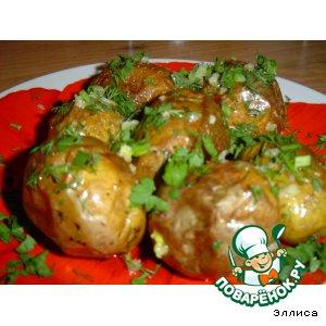 Печеный картофель с чесноком и зеленью