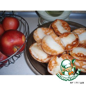 Сырнички с яблоками