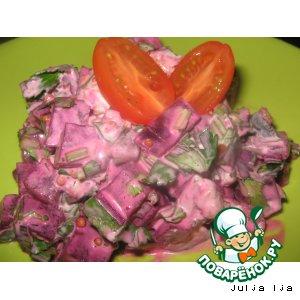 Салат свекольный с маринованными грибами и орехами