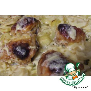 Картофель с куриными бедрышками, запечeнный в духовке