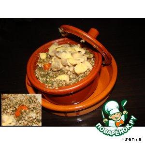 Гречневая каша со шпинатом и грибами в горшочках