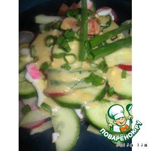 Салат из свежих овощей с горчичным соусом