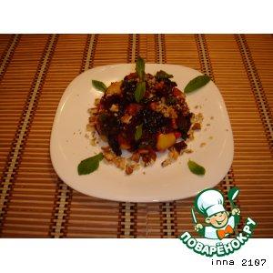 Салат из свеклы с черносливом и яблоками