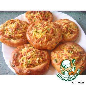 Открытые пирожки с луком, яйцом и ветчиной