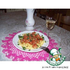 Томатен спагетти под нежным соусом с тунцом и каперсами