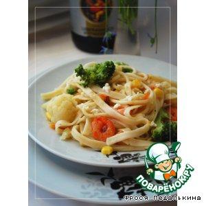 Лапша с овощами и креветками