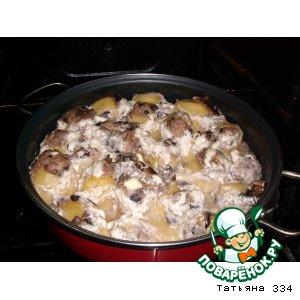 Запеченный картофель, фаршированный жареными грибами с луком и фаршем