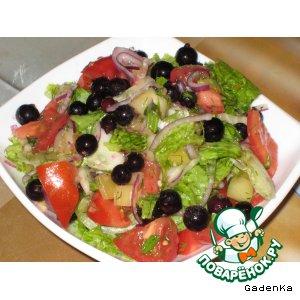 Салат «Летний» с черной смородиной и ананасом