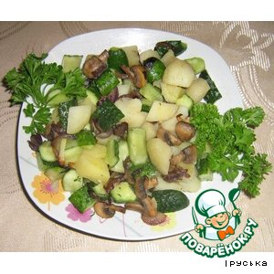 Картофельный салат с огурцами и грибами
