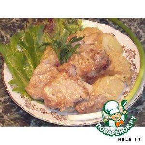 Свинина, запеченная с луком и картофелем