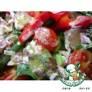 Салат из куриной печени и овощей